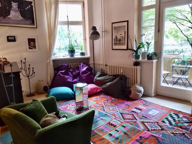 Big cosy room with private balcony in Schöneberg