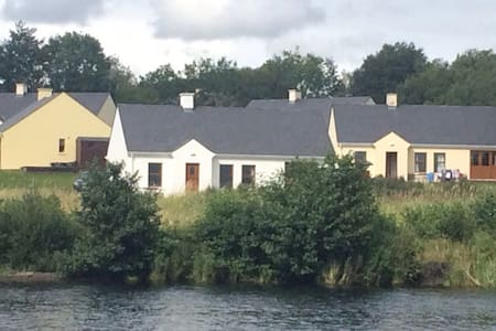 Loch Shore Cottage - Kesh - (ukendt)