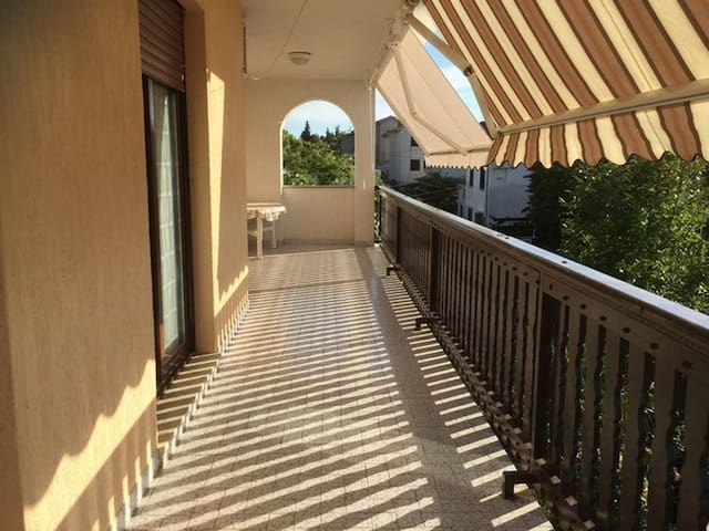 Three bedroom apartment with terrace Punat, Krk (A-13153-a)