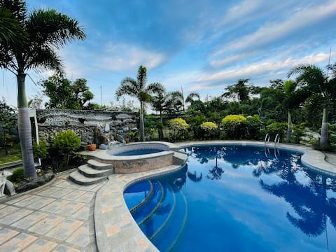 Guesthouse Pool Oasis near Tagaytay & Day Hikes