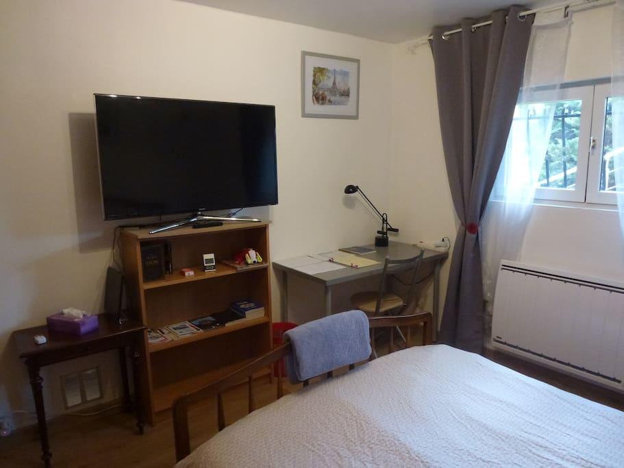 studio meubl tr s calme dans un lot de verdure villas louer sainte foy l s lyon rh ne. Black Bedroom Furniture Sets. Home Design Ideas