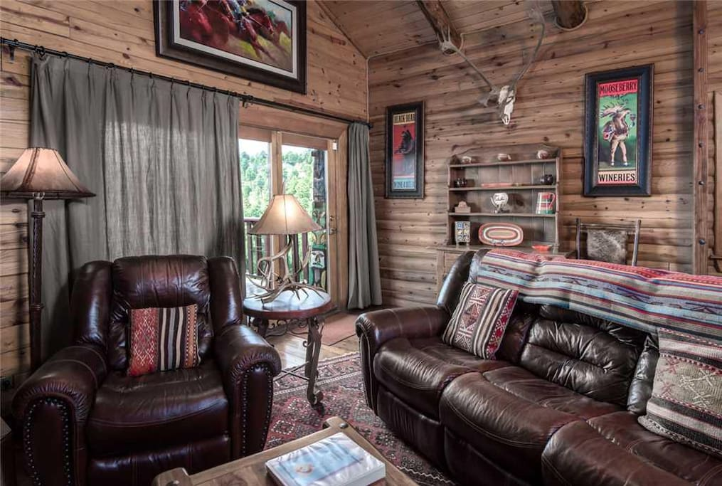 Plush comfort and classic wooden floors will feel wonderful on your weary feet after a long day of hiking, shopping, or skiing.