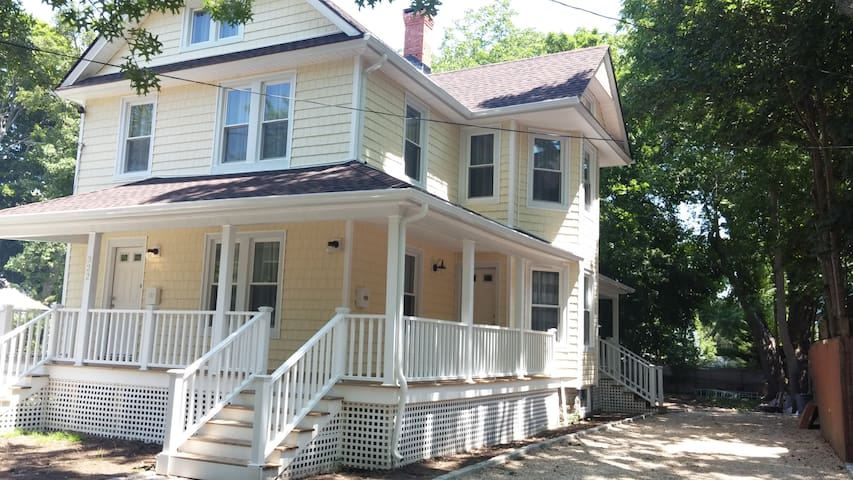 Newly Renovated - 2BR - Apartment - Easy Check-in - Greenport - Huoneisto