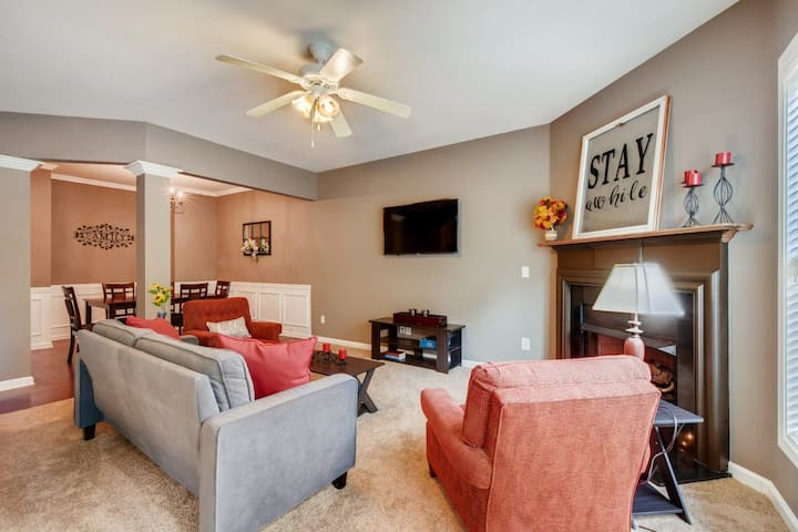 Peaceful Spacious Home minutes to I-85 Central Loc