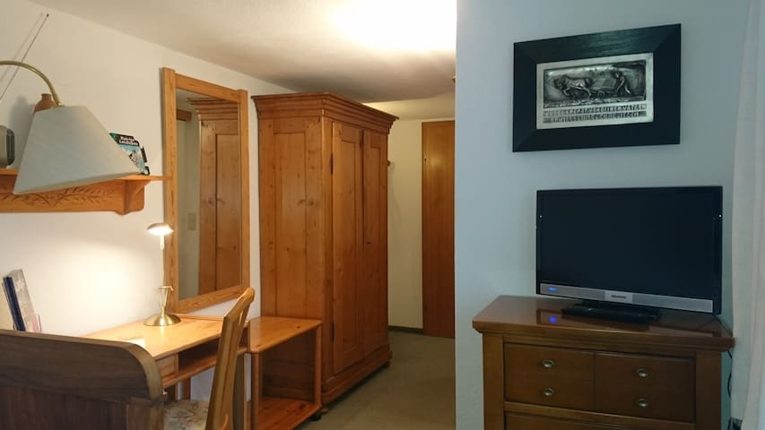 Single room-Economy-Ensuite with Shower-Countryside view-Einzelzimmer Nr. 1