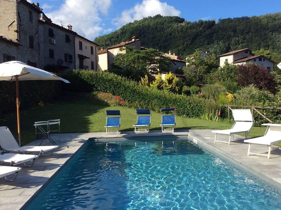 Casa vacanza cesa al 4 piscina cottage in affitto a for 2 bagni piccola casa