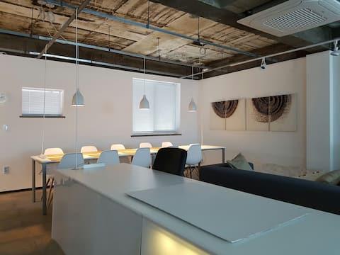 Industrial Art-workshop Loft 900sqf