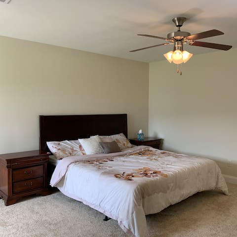 Private large bedroom&bathroom . close to the mall