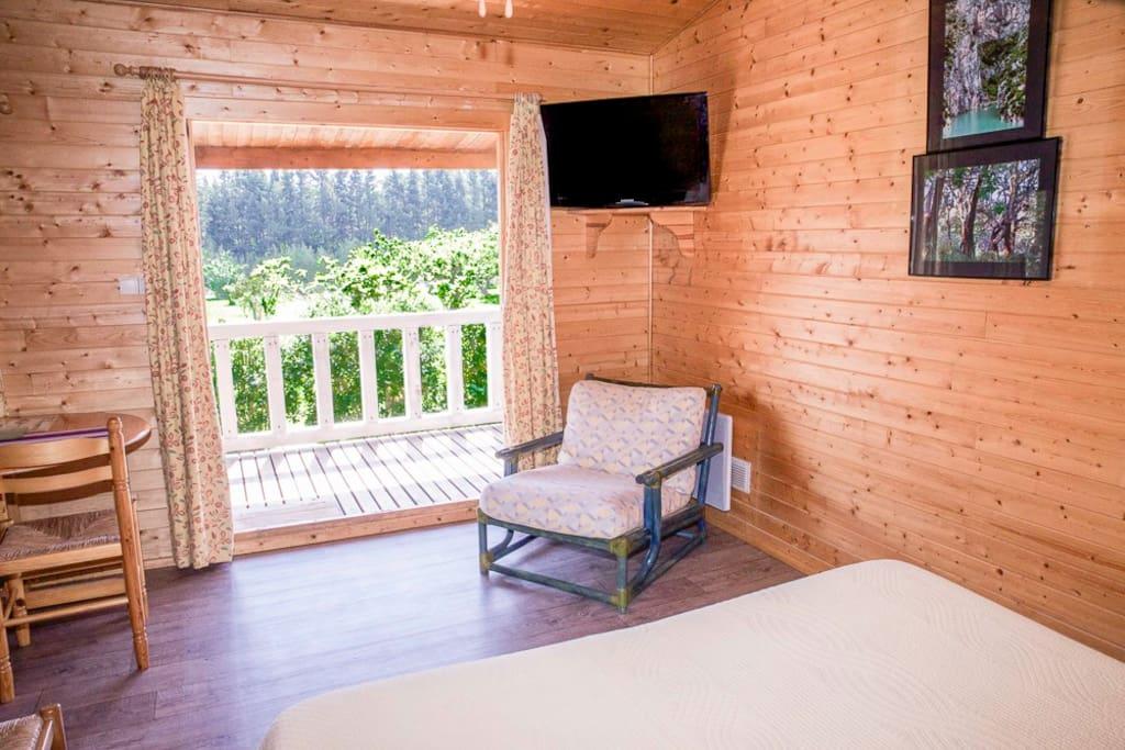chambre avec balcon sur le jardin chalet 1