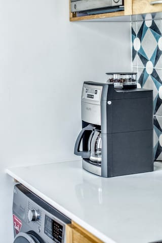 Cafetera de café e grano / Coffee maker with coffee bean grinder
