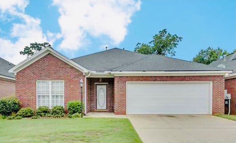 Charming home close to campus!!