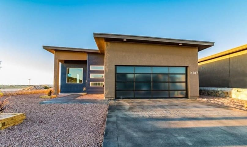 East el paso travel room in modern house houses for rent for Modern homes el paso