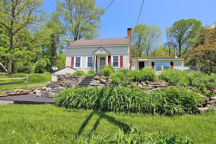 Apartment in bucolic valley town, Berkshire County