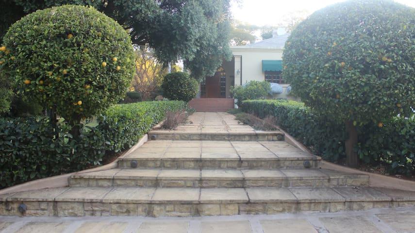 Mmulana House