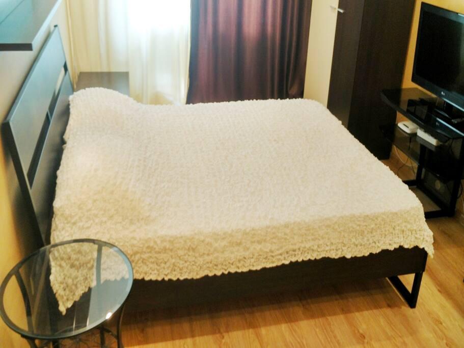 Спальня. Кровать