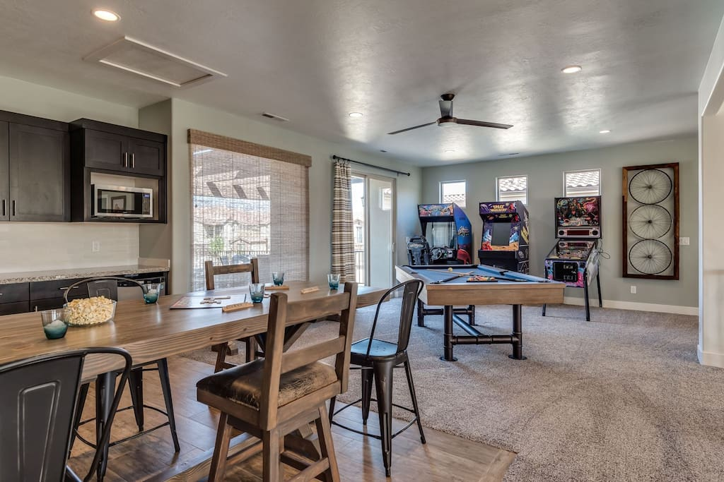 Game room with arcades, billiards, TV, and seating