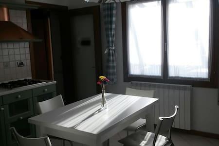 Accogliente mansarda con terrazza - Chioggia - Lakás