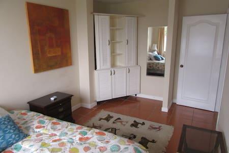 Cómoda habitación en Cumbayá - Quito