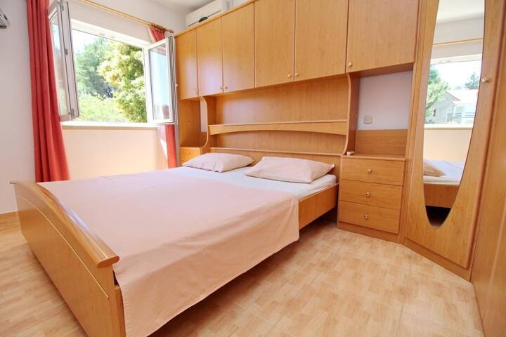 Apartments Veselka, Lumbarda - Standard Room with Balcony and Sea View (Room 2)