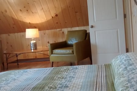 New, 700 sq. ft. Spacious 1 Bedroom Cottage Suite - Kennebunk - House
