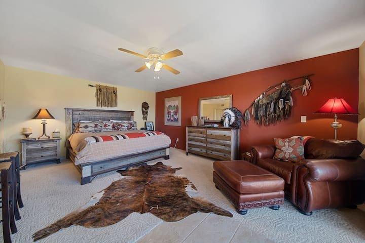 POOLSIDE LARGE CULTURAL SUITE, KING TEMP-PEDIC MATTRESS, GORGEOUS WESTERN FURNITURE, LARGE LEATHER CHAIR W/FOOTSTOOL, SEPARATE ENTRANCE BEDROOM (1)  WALK IN CLOSET!