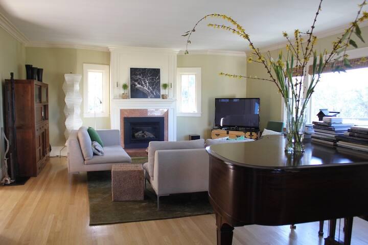 Sunny home in Berkeley Hills, great view! - Berkeley - House