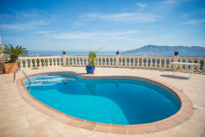 Beautifull villa with views over the bay of Albir - l'Alfàs del Pi - Villa