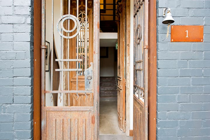 One-of-a-kind warehouse living in Marrickville - Marrickville - Apartment