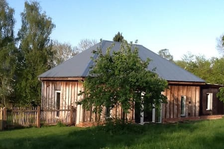 Barretts Barn: rural, sleeps 4: 5 miles from coast