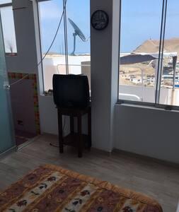 linda habitación individual con vista al mar