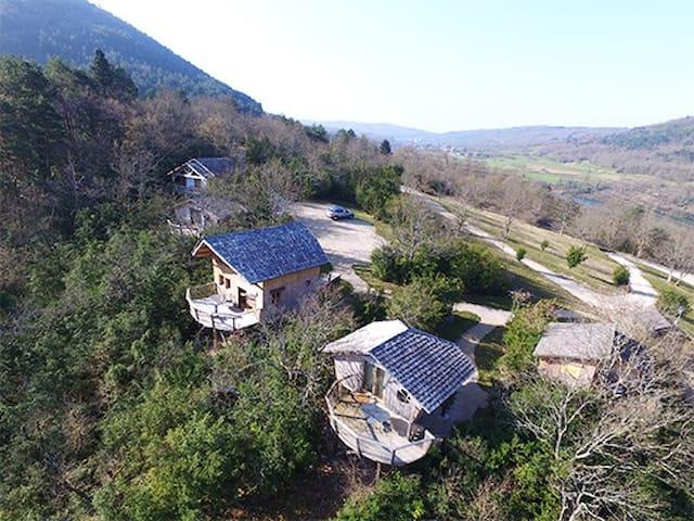 CabaneLa Chênaie de 23m2 avec terrasse panoramique - Serrières-sur-Ain - Stuga