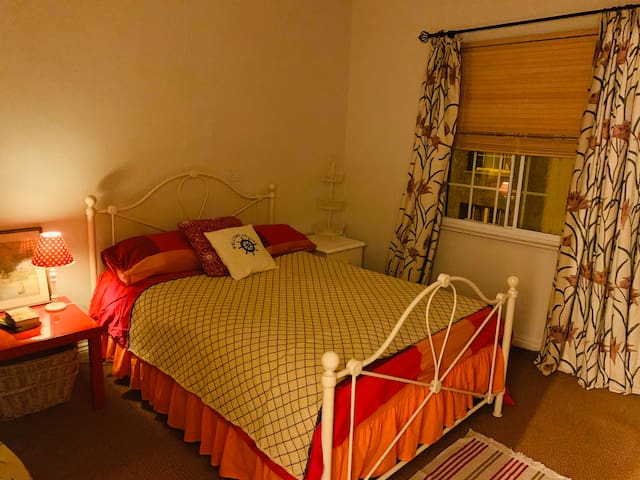 Cosy double room in ancient Wiltshire town