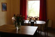 Küche im EG mit Tisch bis 6 Personen
