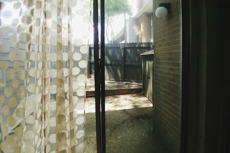 Charming Boho Townhouse- Futon - Centerville