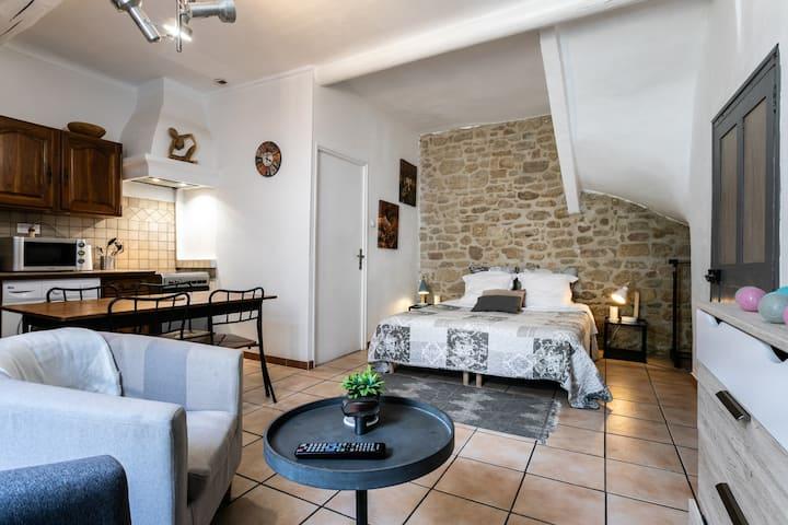 La Provence au cœur du vieux village ☀️