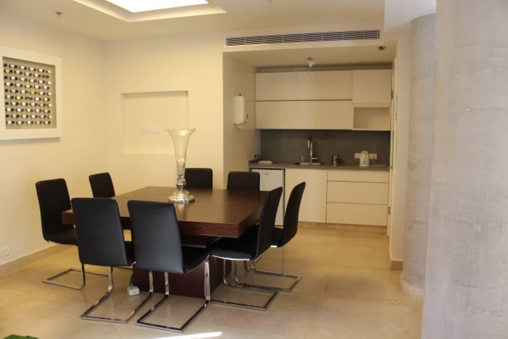 Luxury 4 Bedroom Apt W  Pool- Saidoff Building