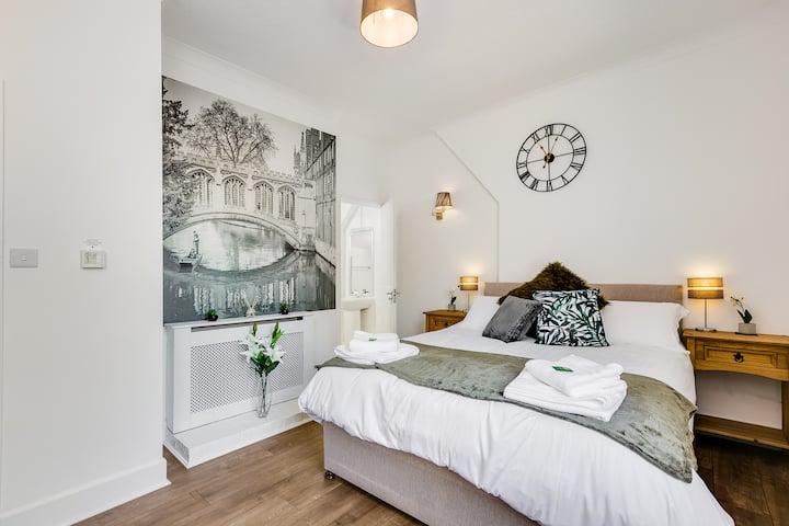 Superb Central First Floor Studio Apartment #8