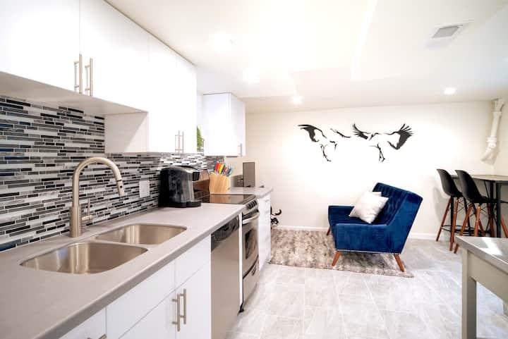 Private apartment centrally located, 94 Walk Score