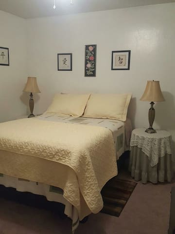 Comfy One-Bedroom Suite near everything! - Fayetteville - Daire