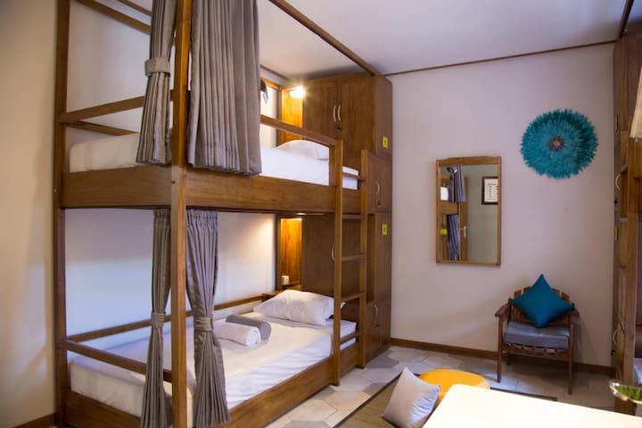 Cozy Quadro female room in Central Kuta