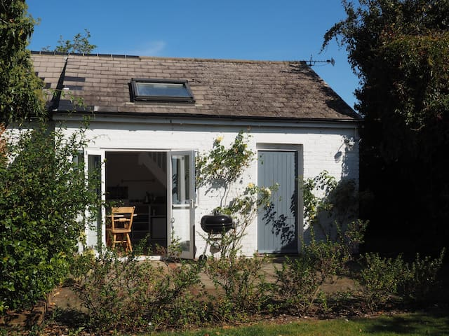 Studio Cottage in beautiful South Downs Village