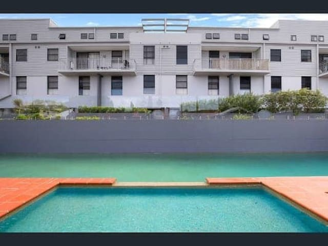 Private room - Modern Alexandria Townhouse w/ Pool
