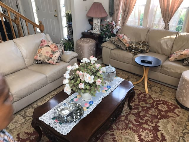 Cozy and spacious suburban home!