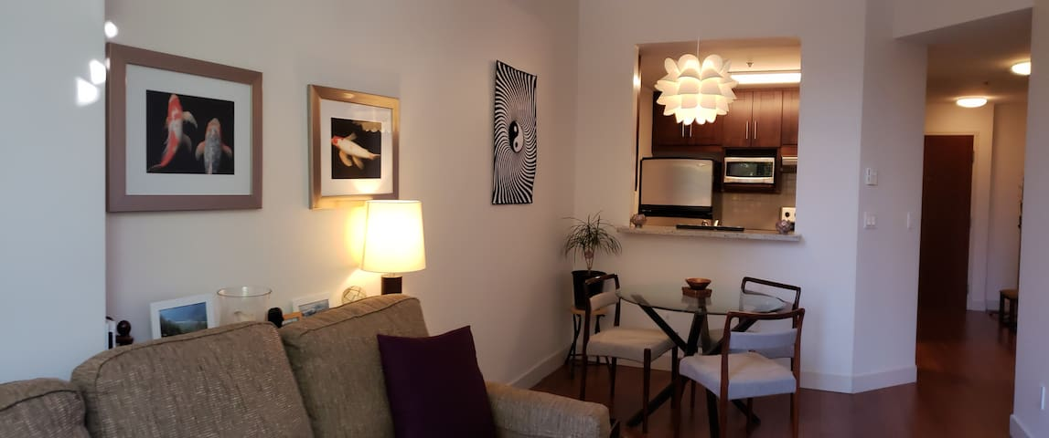 Clean and Comfy Condo in Downtown Vancouver