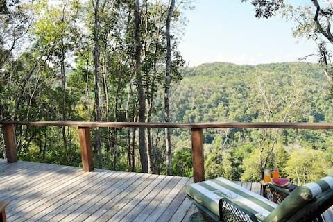 Arrowhead-Luxury Jungle Lodge with Beautiful Views