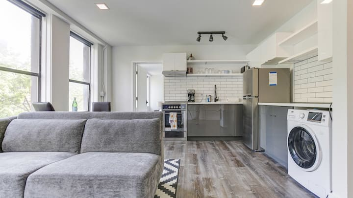 Lux 1BD with floor-to-ceiling tile in bathroom and kitchen