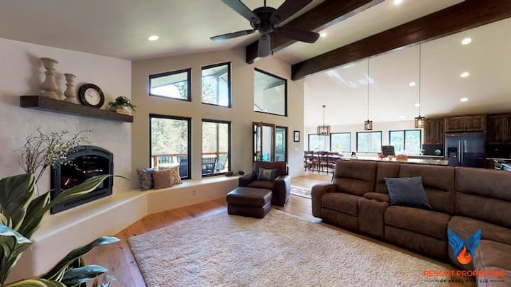 Hot Tub; Gas Fire Place; Outdoor Fire Pit! Lucky 7 Mountain Getaway