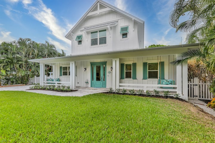 CORAL COTTAGE- LUXURY STYLE HOME ON CAPTIVA, SHORT WALK TO BEACH!