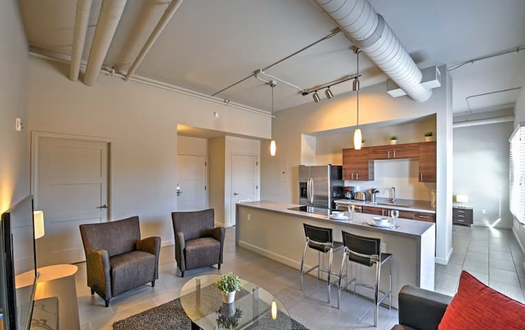 Modern Loft in Downtown Phoenix (ADA)