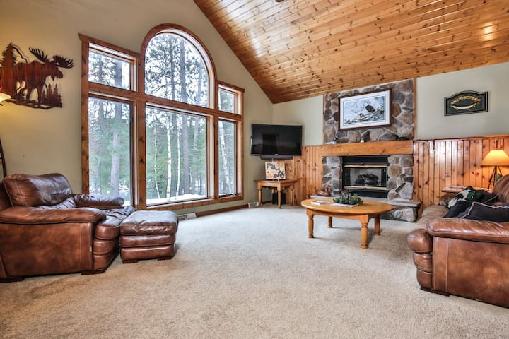NEW LISTING! Everett Point Retreat - Hiller Vacation Homes